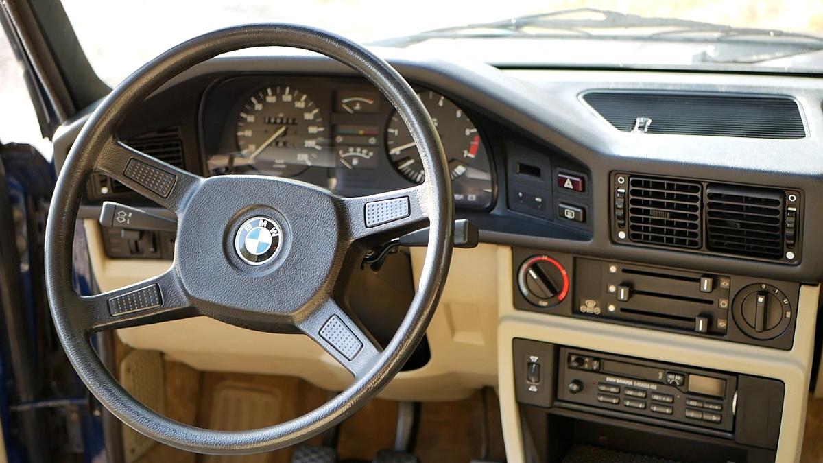 Interiér BMW 5 E28