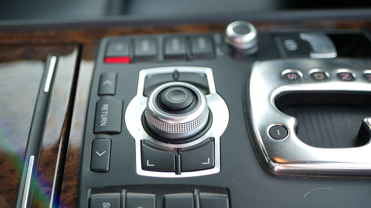 Prvé MMI v Audi A8