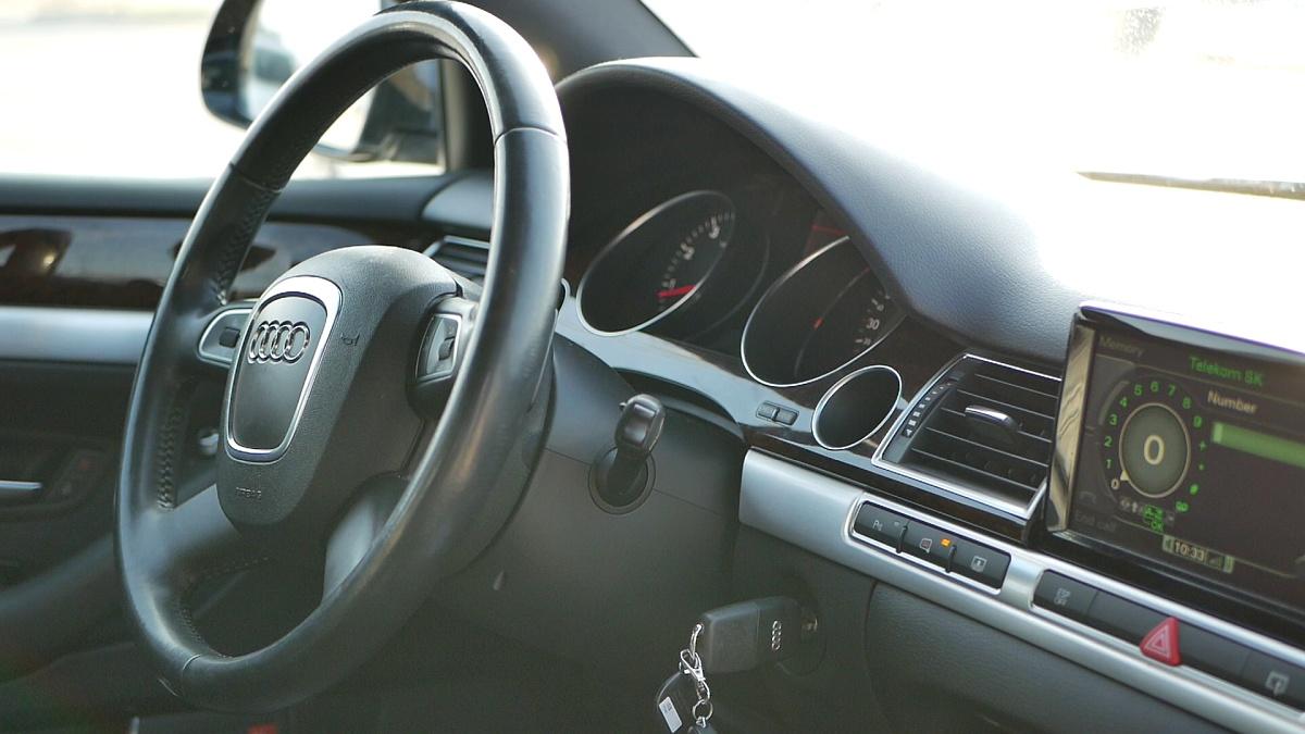 Posed za volantom A8 je perfektný
