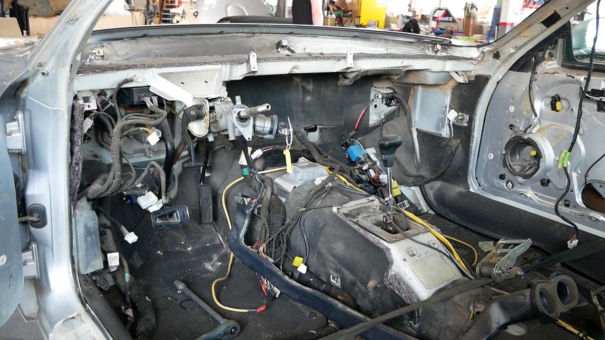 Rozobraný interiér 3200 GT