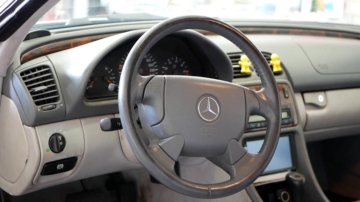 Klasický Mercedes volant z prelomu milénia