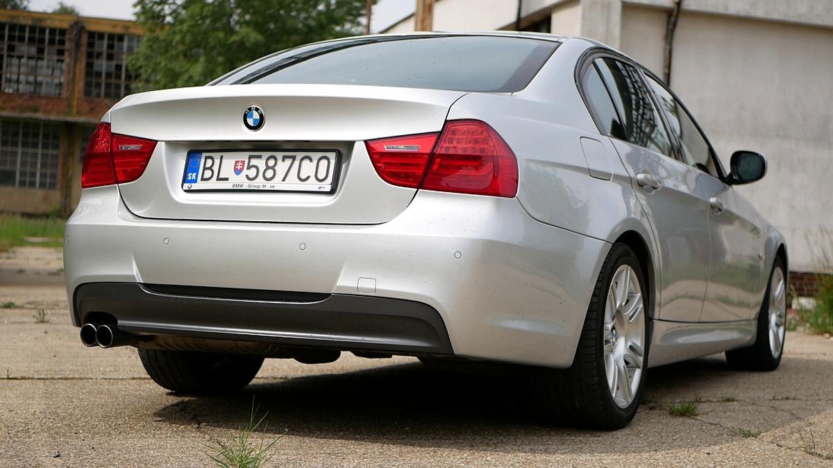 Stále veľmi pekná zadná časť BMW E90