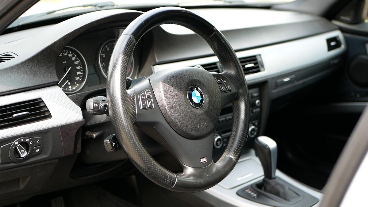 Interiér BMW 330i E90