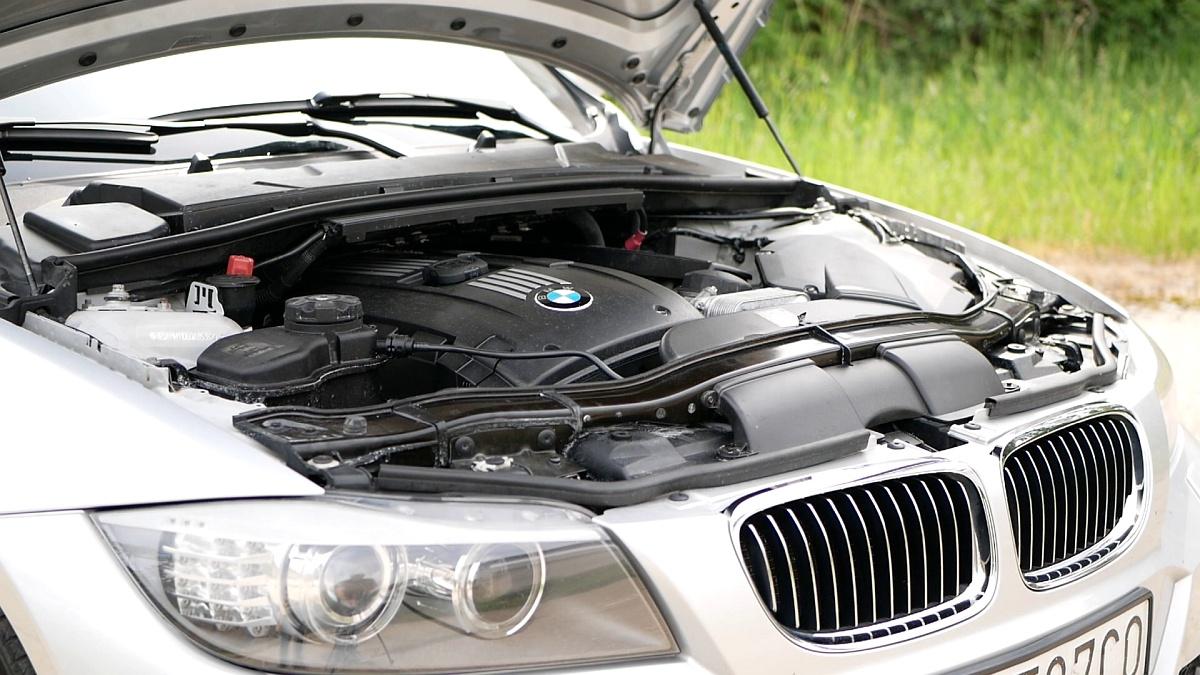 Motor N53B30 v BMW 330i E90