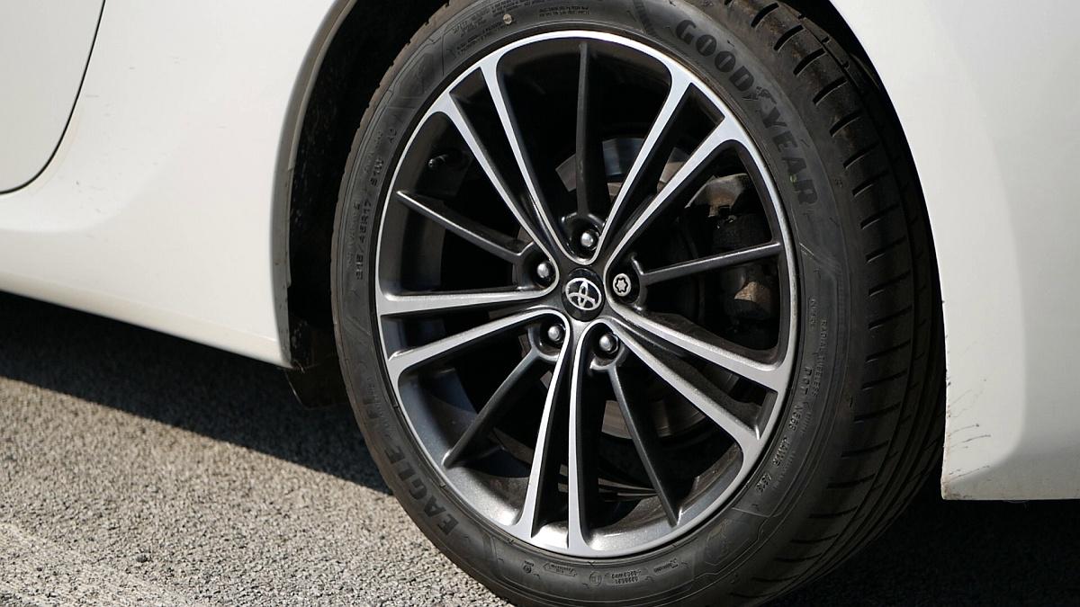 Sériový rozmer pneu GT86 nie je na pohľad lákavý ale...