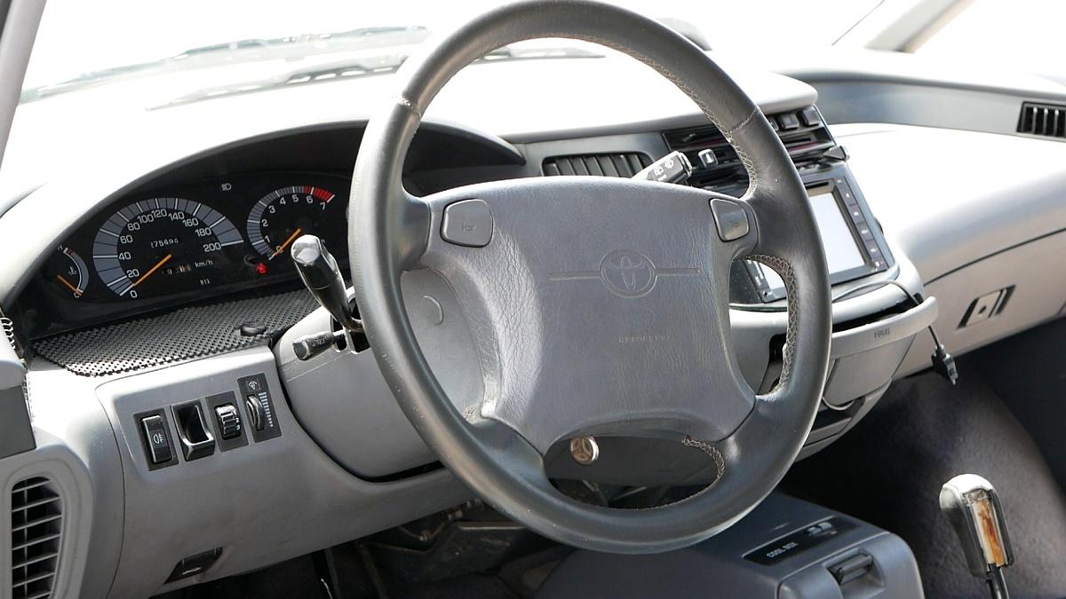 Typický Toyota volant z 90. rokov