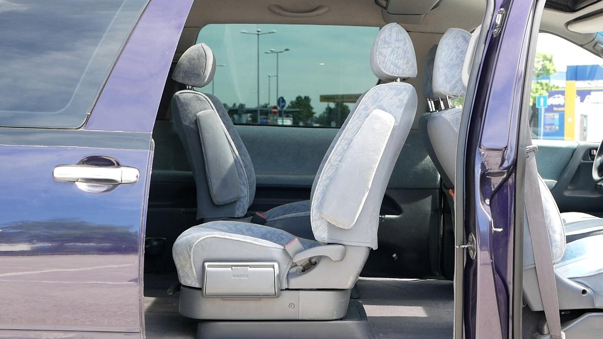 Toyota Previa umožňovala otočenie sedadiel proti smeru jazdy