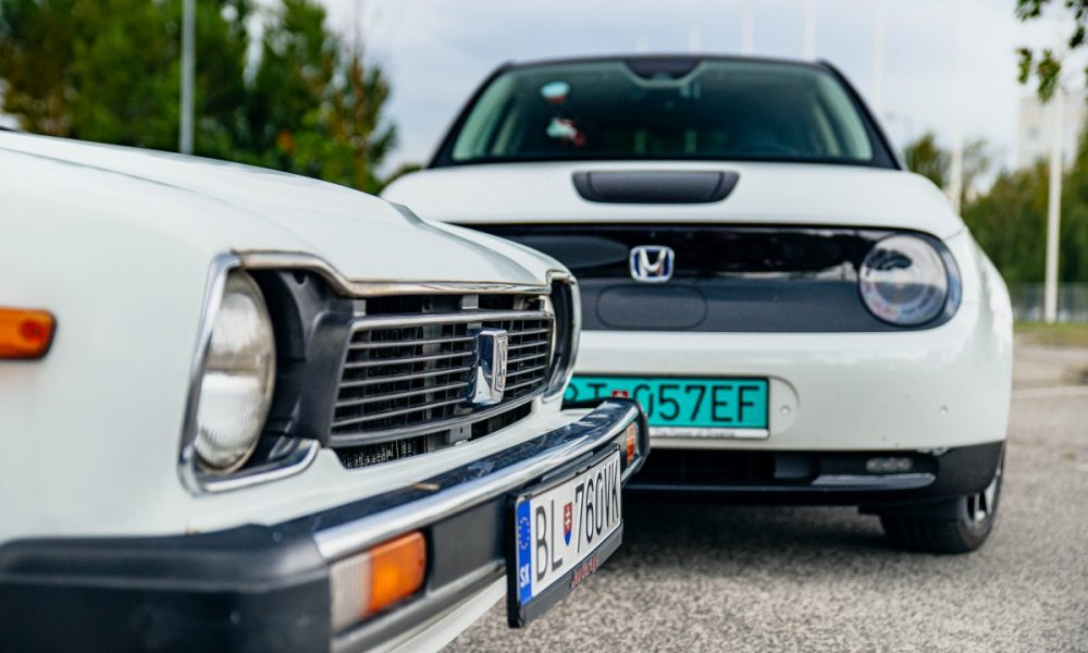 Honda e vs Honda Civic 1. generacie