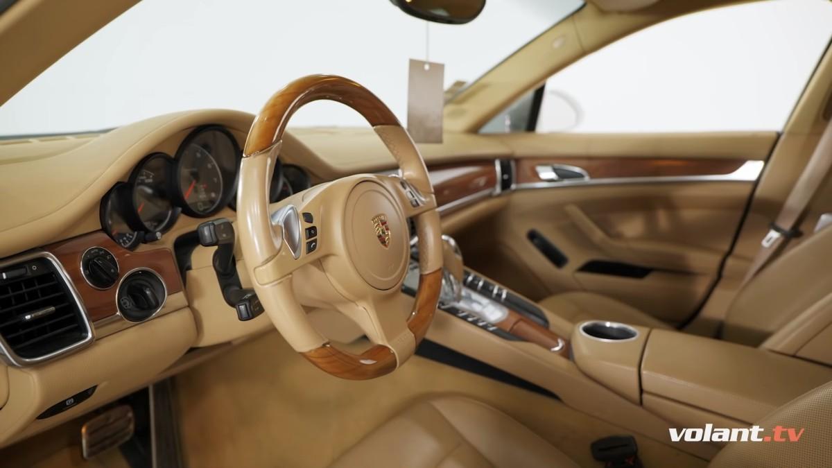 Interiér Porsche Panamera 4S